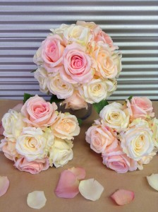 Includes 3 posies of stunning artificial rose blooms
